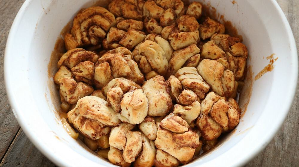 apple cinnamon roll monkey bread