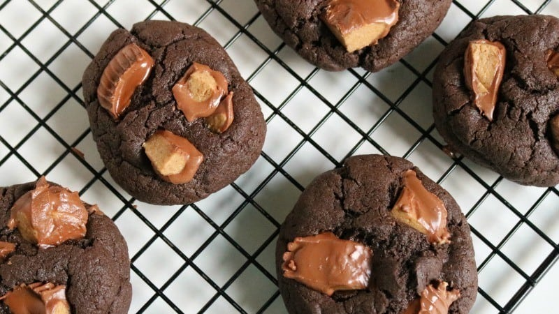 chocolate peannut butter cup cookies