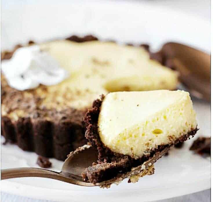 Keto Cookies & Cream Cheesecake